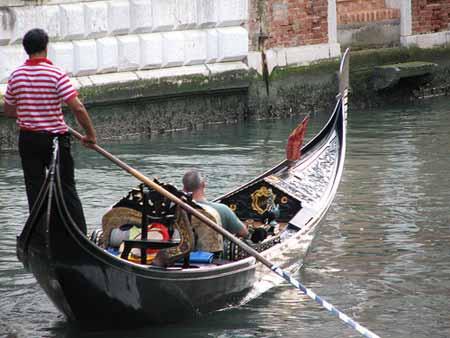 Um passeio de gondola em Veneza custa 100 euros a hora