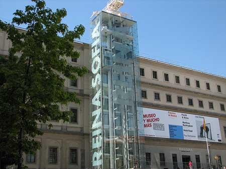 Fachada do Museu Reina Sofia em Madri