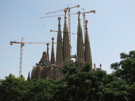 A Sagrada Família, de Gaudi, vista da Av. Gaudi em Barcelona