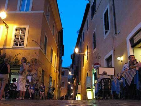 O aconchegante bairro de Trastevere em Roma